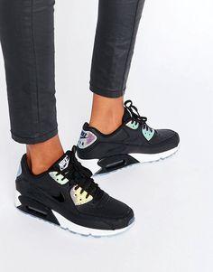 ¡Cómpralo ya!. Zapatillas de deporte negras con diseño holográfico de primera calidad Air Max 90 de Nike. Zapatillas de deporte de Nike, Exterior de cuero, Cierre de cordones, Diseño con panel holográfico, Marca en la lengüeta y en la abertura, Suela gruesa, Dibujo moldeado, Eliminar las manchas pequeñas con una esponja húmeda, Exterior: 50% cuero auténtico, 50% otros materiales. ACERCA DE NIKE Nike dominates the sportswear industry with a fresh, stylish approach to casual apparel. ...