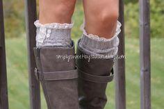 Fashion Winter Wear: Feet and neck por Jesús Ochando en Etsy Knit Lace, Lace Knitting, Knitting Socks, Boot Socks, Winter Wear, Virtual Closet, Shoe Boots, Shoes, Fashion Fall