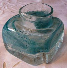 Pen Benny Motzfeldt vase, spesiell turkisegrønn farge, H 7,5cm. x B. 10cm., kr. 200.-