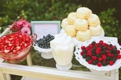 Fruit bar ideas buffet wedding reception bridal shower 41 Ideas for 2019 Outdoor Bridal Showers, Simple Bridal Shower, Garden Bridal Showers, Summer Bridal Showers, Bridal Shower Rustic, Garden Shower, Bridal Shower Desserts, Bridal Shower Tables, Bridal Shower Centerpieces