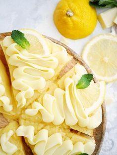 sötsyrliga citronkladdkakan med vit choklad! Perfekt kladdig och med massor av citronsmak. Precis så som e