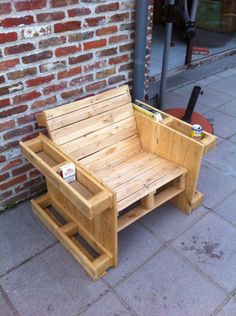 Teds Wood Working - Wood Profits - Self made pallet bench - Discover How You Can Start A Woodworking Business From Home Easily in 7 Days With NO Capital Needed! - Get A Lifetime Of Project Ideas & Inspiration! Wooden Pallet Projects, Wooden Pallet Furniture, Woodworking Projects Diy, Woodworking Furniture, Diy Furniture, Wooden Pallets, Diy Projects, Pallet Ideas, Pallet Benches