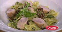 Lagris | Farfalle s špenátovým pestem s sušenými tomaty a králičím hřbetem Potato Salad, Potatoes, Ethnic Recipes, Food, Potato, Meals, Yemek, Eten