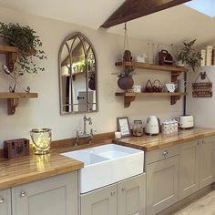 Interior & Home Decor Inspiration, tip and advice. Farmhouse Style Kitchen, Home Decor Kitchen, Rustic Kitchen, Country Kitchen, Kitchen Interior, Home Kitchens, Kitchen Design, Kitchen Ideas, Open Plan Kitchen