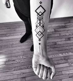 Top 50 Best Geometric Tattoos- Top 50 Beste Geometrische Tattoos geometric tattoo on the arm - Tattoos Masculinas, Trendy Tattoos, Forearm Tattoos, Body Art Tattoos, Tattoos For Guys, Tatoos, Wing Tattoos, Subtle Tattoos, Fake Tattoos