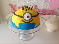 Lovely looking and tasting minion cake. DIY is on the blog.