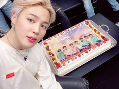"""방탄소년단 on Twitter: """"😁🎵✌️ #JIMIN… """" Jimin Selca, Bts Jungkook, Namjoon, Seokjin, Taehyung, Park Ji Min, Busan, Mochi, Bts Cake"""