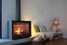 [Décoration][Salon - salle à manger] Noël 2012 Home Fireplace, Mountain Interiors, Decor, Family Living Rooms, Home, Fireplace Mantels, Interior, Family Room, Home Decor