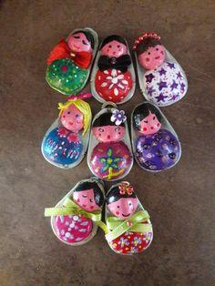 mini-bambole con linguette delle lattine
