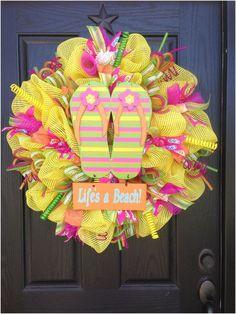 Brilliant Ideas For DIY Summer Decoration 12 Wreath Crafts, Diy Wreath, Wreath Ideas, Easter Wreaths, Holiday Wreaths, Summer Decoration, Flip Flop Wreaths, Summer Wreath, Mesh Wreaths Summer