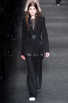Défilé Alexander McQueen prêt-à-porter femme automne-hiver 2017-2018 13