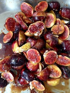 Honey Balsamic Roasted Figs with Lemon & Vanilla, an exotic fig recipe, bathed in aged balsamic vinegar and sweet honey. Figs With Honey, Honey Lemon, Tapas, Appetizer Recipes, Appetizers, Aged Balsamic Vinegar, Balsamic Glaze, Roasted Figs, Salsa Dulce