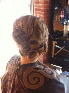 Interesting look and cute curls 50s Wedding Hair, Wedding Updo, Bridal Hair, Cute Hairstyles, Wedding Hairstyles, Updo Hairstyle, Hair Dos, My Hair, Fancy Updos