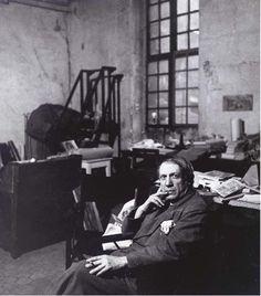 Picasso dans son studio rue des Grands Augustins, ca 1936