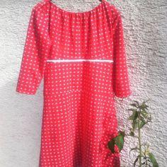 Nach sorgenvollen Tagen habe ich mir ein Sommerkleid genäht. Rot mit kleinen Ankern darauf. #seelentroester #einschnitt4styles  #baukasten #rot #sommer #frlmuellerschoenes