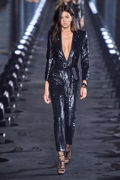 Spring 2020 Fashion Trends – Fashion Week Coverage - Mode Rsvp Saint Laurent Spring Summer 2020 trends runway coverage Ready To Wear Vogue disco 3 2020 Fashion Trends, Fashion Mode, Vogue Fashion, Party Fashion, Fashion 2020, Runway Fashion, Street Fashion, Fashion News, Latest Fashion