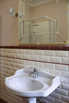 58 ideas bathroom tiles brick bathtubs for 2019 Bathroom Layout Plans, Small Bathroom Layout, Simple Bathroom, Bathroom Colors, Bathroom Modern, Bath Shower Screens, Window In Shower, Room Wall Tiles, Wood Bathroom