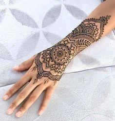 unique and stunning henna tattoos