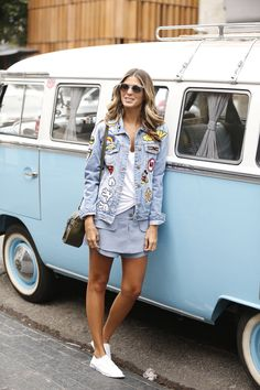 Look do dia jeans e branco vogue eyewear anna Style Outfits, Cool Outfits, Casual Outfits, Fashion Outfits, Fashion Now, The Bikini, Denim Outfit, Swagg, Latest Fashion Trends