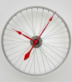 Recycler ses vieux objets: Une roue de vélo qui donne l'heure!/ ©DR