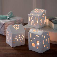 Keramická lucerna ve tvaru domečku