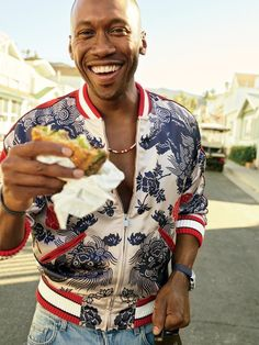 Mahershala Ali photographed by Peggy Sirota for GQ Magazine's July 2017 Mahershala Ali, The Best Burger, Beautiful Men, Beautiful People, Amazing People, Beautiful Dresses, What To Wear Today, How To Wear, Gq Magazine