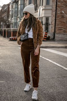 Luka Sabbat Inspired — WOAHSTYLE - brown corduroy pants outfit Source by katelyndupree_ - Brown Corduroy Jacket, Corduroy Pants, Brown Pants Outfit, Outfits With Brown Pants, Minimal Chic, Winter Outfits, Vintage Outfits, Autumn Fashion, Cute Outfits