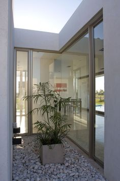 Casa DT Puerto Roldán / VismaraCorsi Arquitectos