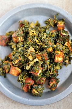 Low Calorie Indian Spinach Paneer Palak recipe – 199 calories - Palak paneer is an Indian dish consisting of spinach and paneer (Indian farmer's cheese) in a thick curry sauce based on pureed spinach. It is a popular vegetarian dish that is usually served with naan or roti bread, or boiled rice.