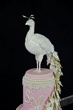 Peacock wedding cake by Design Cakes, via Flickr