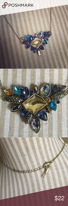 🔥Downsizing🔥NWOT Medium Statement Necklace NWOT Even prettier in person. Jewelry Necklaces