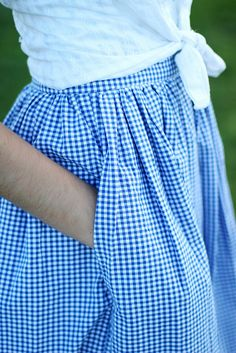 I love gingham, I love pockets in full skirts. So a gingham skirt in a full style, with pockets! Preppy Style, Style Me, Pretty Outfits, Cute Outfits, Modest Fashion, Fashion Outfits, Women's Fashion, Gingham Skirt, Blue Gingham