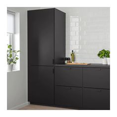 IKEA KUNGSBACKA door The foil surface is impact-resistant, easy to care for and keep clean. Luxury Kitchen Design, Best Kitchen Designs, Kitchen Ideas, Black Kitchens, Cool Kitchens, Black Ikea Kitchen, Modern Kitchens, Small Kitchens, Kitchen Interior