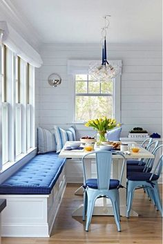 Ways to Add Color to Your Kitchen: Sit In Style