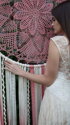 This amazing dorm room looks absolutely terrific, need to keep this in mind next time I have a little bit of cash saved. Giant Dream Catcher, Dream Catcher Boho, Crochet Wall Hangings, Yarn Wall Hanging, Boho Wedding Decorations, Dorm Decorations, Crochet Dreamcatcher, Crochet Mandala, Feather Wall Art