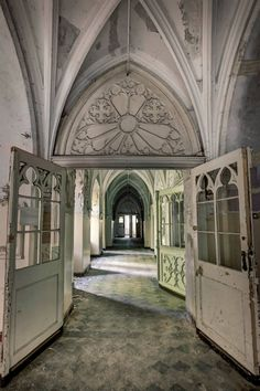 An abandoned hospital in West Poland - such beautiful architecture. Wish it could be made into a school.