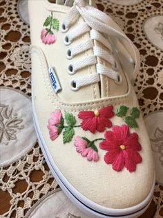 Hand Embroidery Designs, Diy Embroidery, Cross Stitch Embroidery, Bone Bordado, Painted Canvas Shoes, Creative Shoes, Embroidered Clothes, Crochet Shoes, Shoe Art