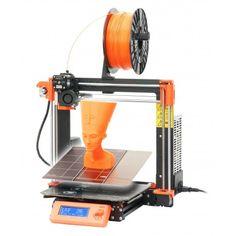 Model Original Prusa i3 MK3 je nástupcem 3D tiskárny Original Prusa i3 MK2. Ta obsadila, mimo jiné, první místo v letošním testu 3D tiskáren prestižního amerického časopisu MAKE a skoro po celý rok byla v čele žebříčku nejlepších tiskáren podle uživatelů webu 3Dhubs.com. Nová MK3 je ale ještě lepší! Tiskárnu nabízíme také ve variantě stavebnice, kterou si musíte sami postavit.