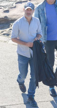 Soaking up the sun: Andrew Lincoln (pictured) was spotted strolling along Bondi Beach, enj... Daryl Dixon Memes, Andy Lincoln, Walking Dead Tv Show, Grumpy Cat Humor, Meme Comics, Carl Grimes, Bondi Beach, Stuff And Thangs, Gorgeous Men