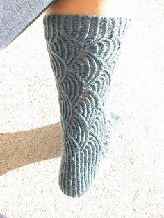 Pomatomus-sukat Knitting Socks, Knit Socks, Mittens, Knit Crochet, Inspiration, Knits, Breien, Hand Crafts, Fingerless Mitts