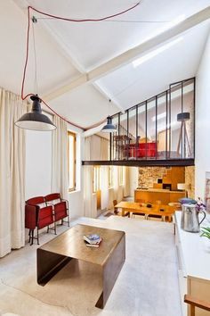 Get inspired by this tiny artist's studio designed by Sandra Gaudenzi and Gianluca De Giorgio of NZI Architectes. 3 half-levels allow for a living/kitchen/sleeping area. The decor is chic and modern!