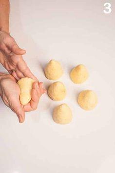 Alberi di Natale con base di pasticcini al cocco   Chef di Cucina Magazine Chef, Eggs, Desserts, Food, Party, Tailgate Desserts, Deserts, Essen, Egg
