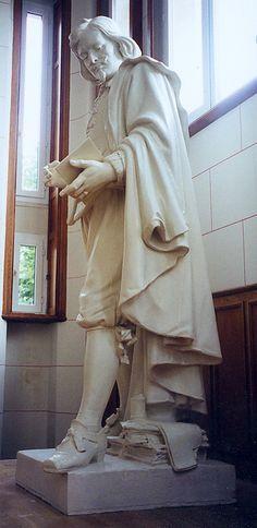Gérard Lami - 2000-Restauration de l'original en plâtre de la sculpture de Jacques Callot-Lycée Cyflé Nancy, matrice  du bronze d'E.Laurent-1874 (située place Vaudémont Nancy 54)