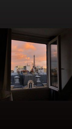 City Aesthetic, Aesthetic Images, Retro Aesthetic, Aesthetic Backgrounds, Aesthetic Wallpapers, Paris Wallpaper, Soft Wallpaper, Iphone Wallpaper, Cute Cartoon Wallpapers