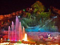 Los chicos chiquitos disfrutarán de algunos Shows especialmente dirigidos a ellos, pero principalmente de la gran cantidad de personajes firmando autógrafos y sacándose fotos donde se destacan las estrellas de Pixar de películas como Toy Stori, Buzz, Monster Inc., Cars y UP. Mickey posará vestido de hechicero en honor a Fantasía y el ícono del parque.