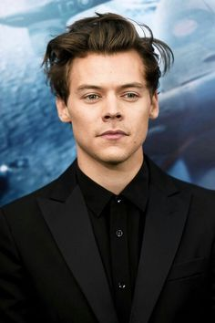 Harry at the Dunkirk premiere in NYC. // daddy af