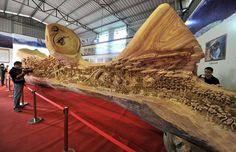 Un artiste chinois a passé 4 ans à sculpter la plus longue sculpture en bois du monde Il y a beaucoup de choses concernant la sculpture de Zheng Chunhui