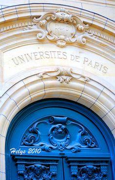 Le portail d'entrée de la Sorbonne ~ Paris