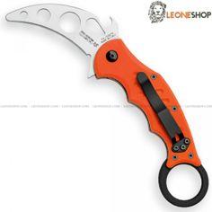 Coltello Militare Chiudibile Small Karambit Training Version FOX FKMD Maniago, coltelli militari tattici chiudibili con lama in acciaio inox 420C di altissima qualità con finitura sabbiata - HRC 54/56 - Lunghezza lama 6,5 cm - Spessore 3 mm - Manico con due liner in acciaio, guancette in G10 3D Orange - Sistema di chiusura Liner Lock e Clip reversibile - Lunghezza totale 17,5 cm - Il karambit è un coltello per Autodifesa ed Arti Marziali - Versione da Allenamento