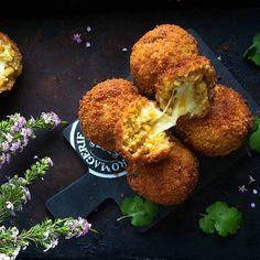 Indian arancini balls featuring spicy biryani rice encased in a super crunchy coating Sauce For Chicken, Chicken Spices, How To Cook Chicken, Best Holiday Appetizers, Indian Appetizers, Indian Snacks, Arancini Recipe, Cooking Recipes, Kitchen Recipes